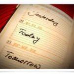 """Nghị luận:Tại sao có """"ngày mai"""" và """"ngày hôm qua"""" khi khoảng cách vô cùng ngắn ngủi?"""