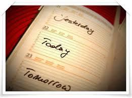"""Bài mẫu Tại sao có """"ngày mai"""" và """"ngày hôm qua"""" khi khoảng cách vô cùng ngắn ngủi?"""