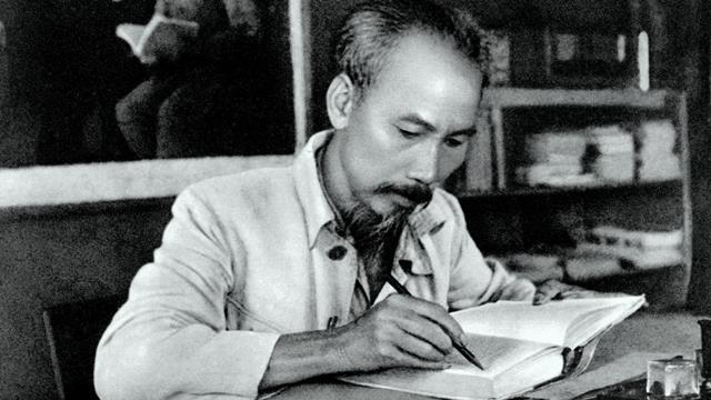 Bài tham khảo: Trình bày quan điểm sáng tác văn học của tác giả Hồ Chí Minh.