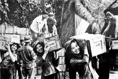 """Bài văn Phân tích vẻ đẹp của người lính trong bài thơ """"Tây Tiến"""" của Quang Dũng"""